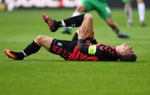 Spieler mit Verletzung am Boden